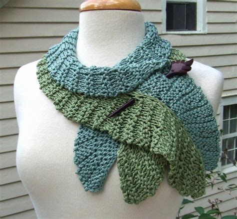 how to knit a leaf shape twirling leaf scarf by dawnbrocco craftsy
