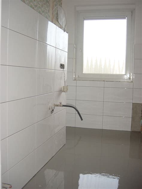 Large White Tiles For Bathroom by Big White Tiles Bathroom Beautiful Black Big White Tiles