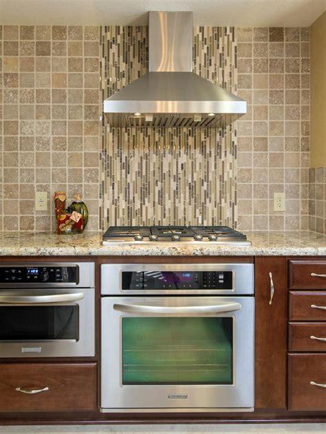 kitchen backsplash glass tile 45 quot splashy quot kitchen backsplashes shook home