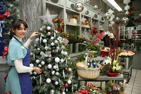 how to decorate a tree cheap how to decorate a tree on budget