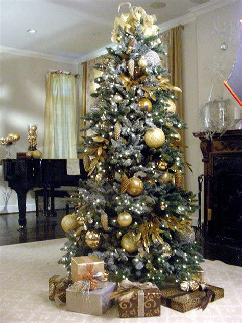 Christmas Tree Decorator by Create A Designer Christmas Tree Hgtv