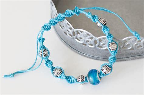 how to make macrame jewelry how to make a macrame bracelet sewandso