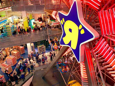toys r us toys r us is closing its flagship store business insider