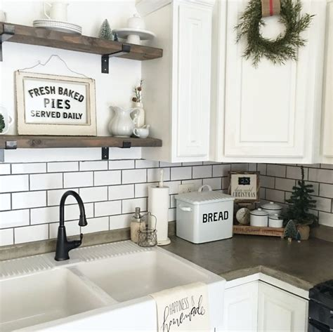 farmhouse kitchen backsplash best 25 white farmhouse kitchens ideas on