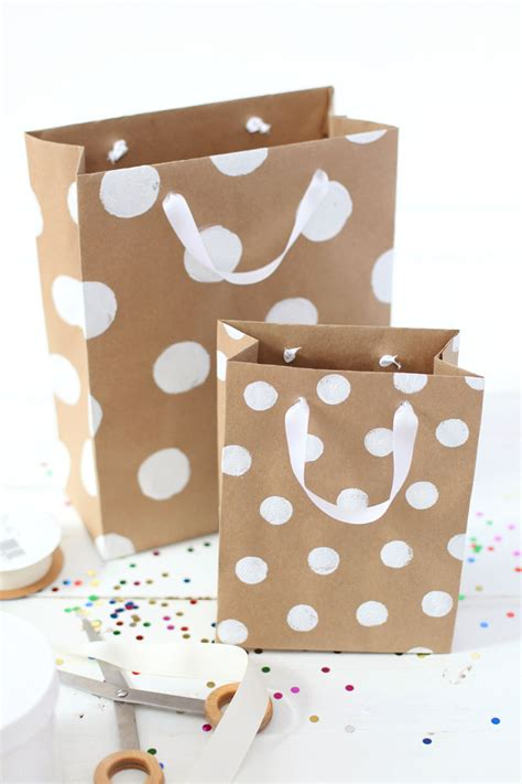 craft bags for need a gift bag in a pinch here s a great tutorial for