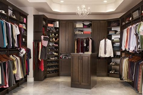 walk in how does a walk in closet look like home design and