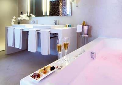 hoteles con jacuzzi en la habitacion malaga habitaciones de hotel con jacuzzi en m 225 laga