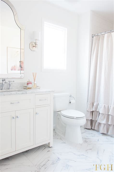 All White Bathroom Ideas by Simple Design Tips For All White Bathrooms The