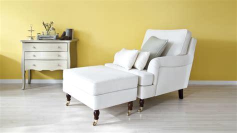 Witte Woonkamer Stoelen by Straal Met Een Witte Stoel Licht En Warmte Uit In Huis
