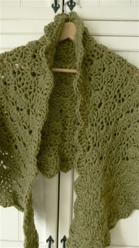 free knitting and crochet patterns the trendiest free crochet shawl patterns crochet and knit
