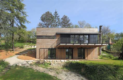 maison d architecte en bois r 233 tifi 233 ancr 233 e 224 la pente du terrain