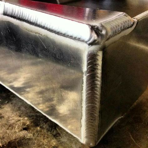 weld bead weld for an aluminum tank look how shiny it