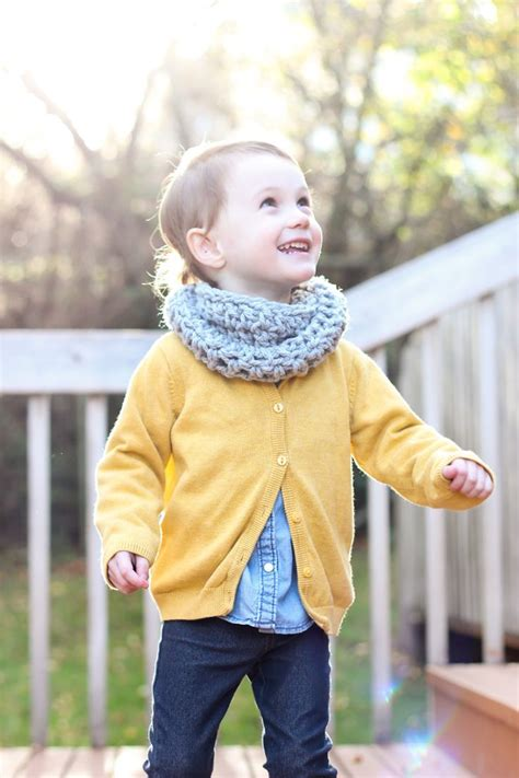 how to knit a baby scarf for beginners 25 best ideas about toddler cowl on toddler
