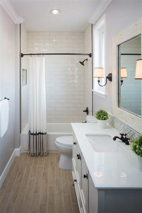 Small Bathroom Makeover Ideas by 25 Best Ideas About Small Bathroom Makeovers On