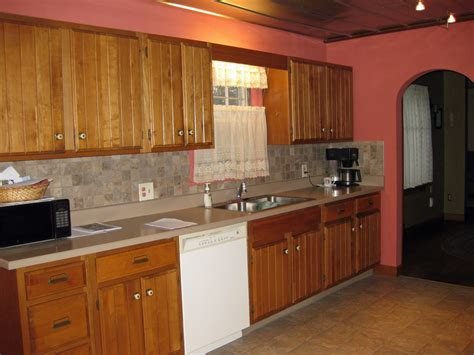 paint colors for kitchen with wood cabinets top 10 kitchen colors with oak cabinets 2017 mybktouch