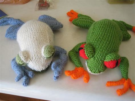 frog knitting pattern free you to see eyed tree frog on craftsy