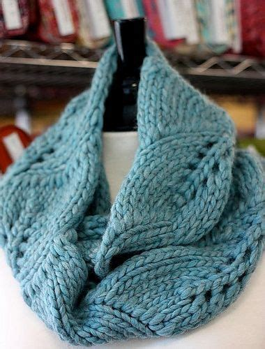 free cowl knitting patterns with bulky yarn 1000 ideas about knit cowl patterns on cowls