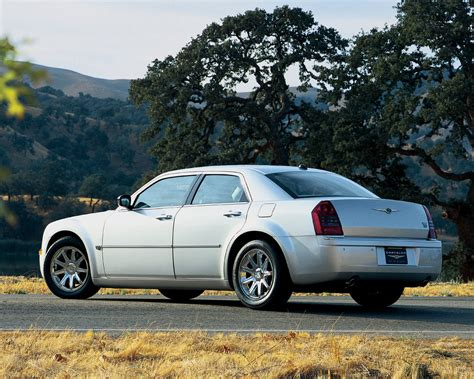 Free Car Wallpaper 300 Limited by Chrysler 300 Touring Limited 300c Srt8 Free 1280x1024