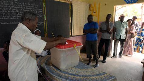 pr 233 sidentielle au b 233 nin fermeture des bureaux de vote d 233 pouillement en cours rfi