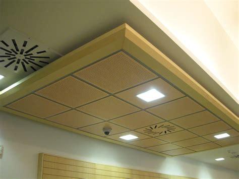 design moderne de faux plafond pour magasin plafond platre
