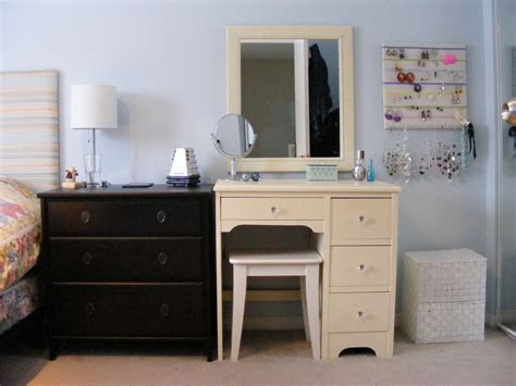 Makeup Vanity Table With Mirror  Designwallsm. Double Loft Bed With Desk. Sofa Computer Table. Desks For Girl Rooms. Patio End Table. Sbi Card Bill Desk. Reception Desk For Salon. Arts And Crafts Desks. Desk Pockets