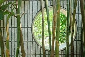 Bambus Im Garten : round chinesischen fenster in der wand im garten mit bambus stockfoto colourbox ~ Markanthonyermac.com Haus und Dekorationen