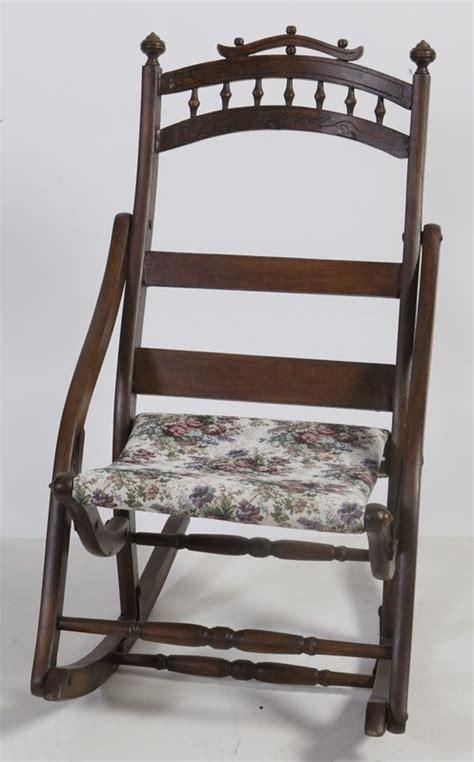 365 antique folding rocking chair lot 365