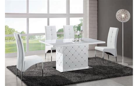 table a manger avec 6 chaises noir et blanc look soft the