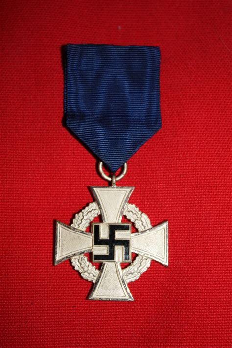 m 233 daille et croix de fer allemande help