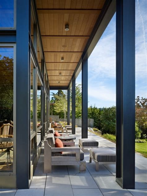 15 Inviting Modern Porch Designs For Your New Home