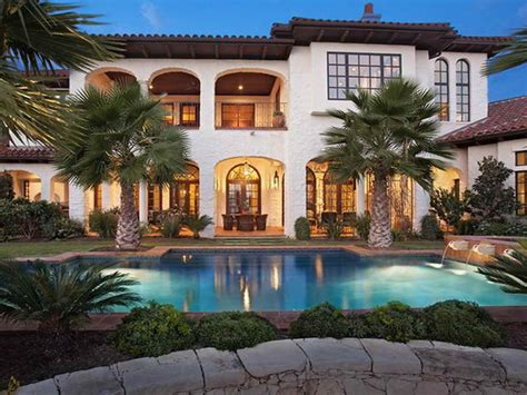 Modern-mediterranean-tuscan-style-homes-with-pool