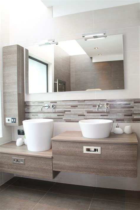 salle de bain avec vasques 224 poser et meuble en ch 234 ne naturel