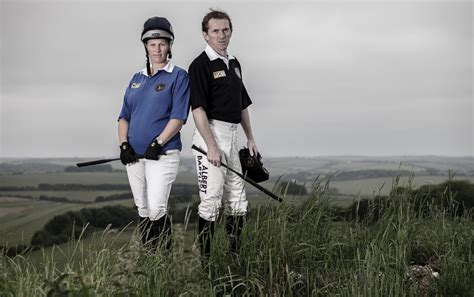 Attheraces Home Page : The Gloves Are Off