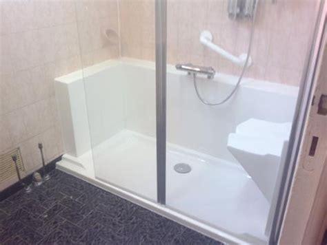 am 233 nagemer une salle de bain pour personnes agees easy shower