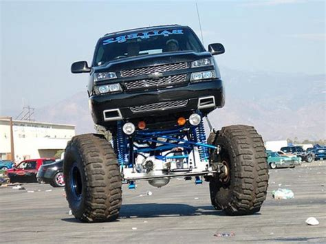 i would want this amazing chevy to go out and drive in some mud like a normal country boy
