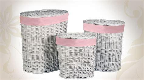 trois grands paniers 224 linge en osier blanc et rubans roses