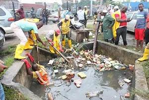 Officials of Ministry of the Environment clearing a ...