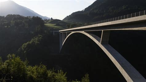 pf 228 fers sg tamina 475 m 232 tres est le plus grand pont en arc de suisse