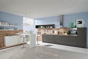 Küchen In Holzoptik : offene k che in grau mit paneelw nden in holzoptik ~ Markanthonyermac.com Haus und Dekorationen