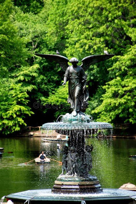 Roeien Central Park by De Stad Van New York De Fontein Van Bethesda In Central