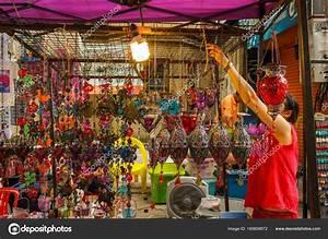 Κυριακή περπάτημα street νυχτερινή αγορά σε Τσιάνγκ Μάι ...