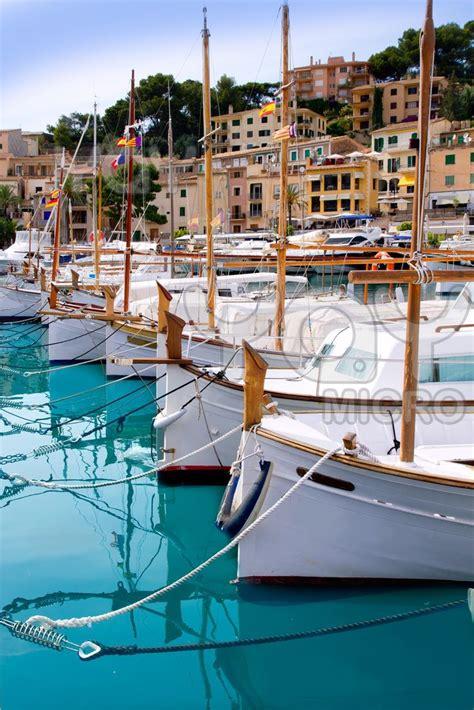 Boat In The Water In Spanish by Best 25 Balearic Islands Ideas On Pinterest Spain Beach
