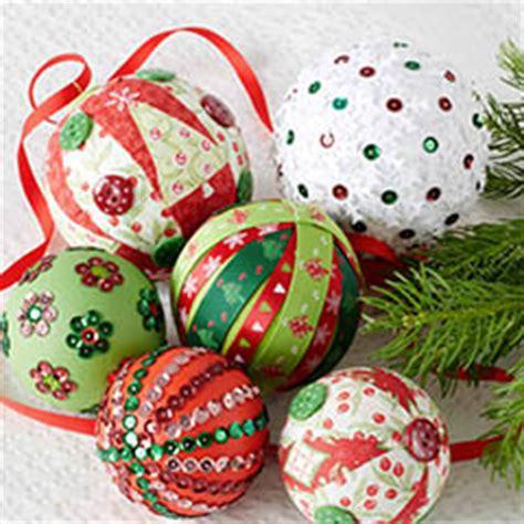 patchwork de boules un boule de no 235 l tr 232 s color 233 e jardinerie truffaut conseils supports 224