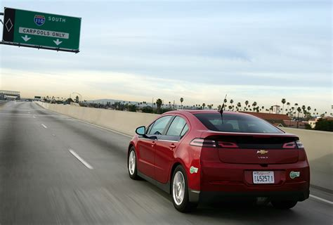 gm cuts chevy volt price by 5 000 fleets and fuels