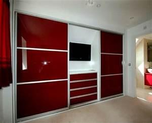 Schlafzimmerschrank Mit Tv : ein moderner kleiderschrank in ihrem schlafzimmer 15 tolle ideen ~ Markanthonyermac.com Haus und Dekorationen