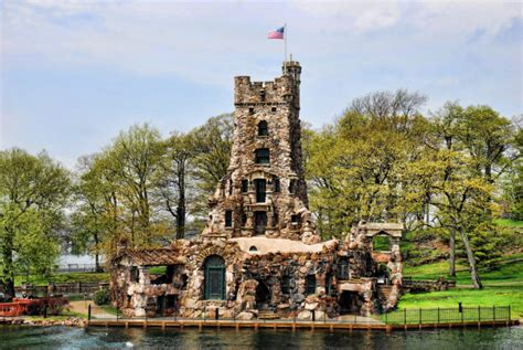 Uncle Sam Boat Tour Shuttle by Uncle Sam Boat Tours In New York Will Bring You To Boldt