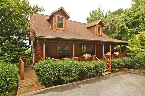 2 bedroom cabins two br cabin rentals in gatlinburg tn
