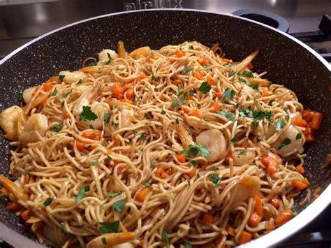nouilles chinoises saut 233 es aux crevettes