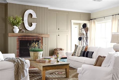 Country Living Room Appears Appealing Interior