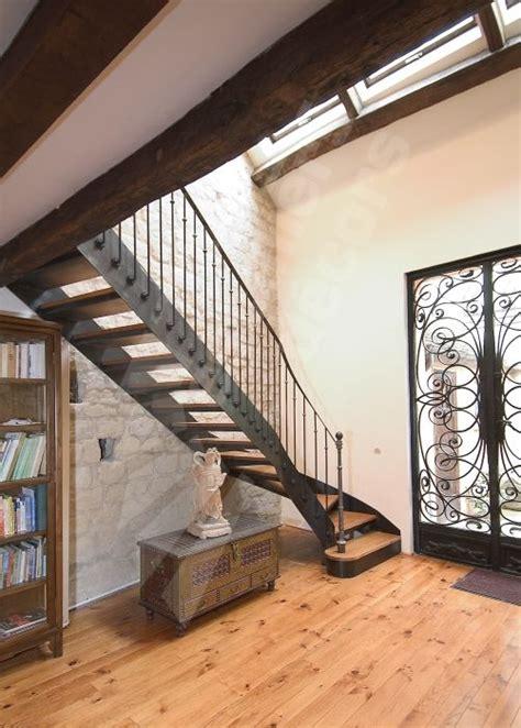 escalier droit avec d 233 part balanc 233 fer et bois de style bistrot pour une d 233 coration r 233 tro esca